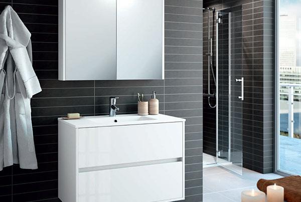 Møbelsett i 60 eller 80 cm bredde. Inkluderer speilskap, LED lys, skuffeseksjon og vask i porselen.